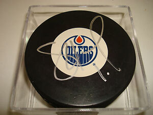 Shawn Horcoff Signed Edmonton Oilers Hockey Puck Autographed a