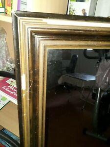 Alter Spiegel 0,50-1,20cm Rahmen zeigt Farbablösungen nicht instabil