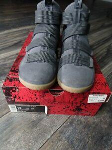 NIKE LEBRON Soldier XI SFG Men's Basketball Shoes Dark Grey 897646-003 SZ 12 Box