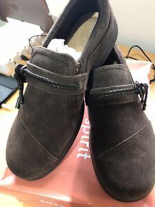 Easy Spirit Womans Jet Suede Walking Shoes. Dark Brown. Never Worn. Box damaged