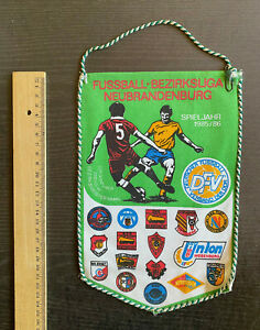Wimpel DDR-Bezirksliga Neubrandenburg 1985/86 mit Einheit Wesenberg, Templin ...