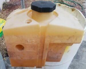 John Deere G100, Sabre 2554HV / Scott's S2554 Fuel Tank AM127563 Used