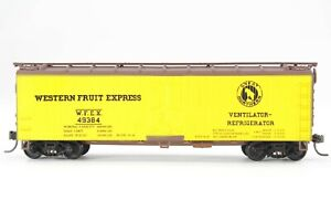HO Walthers Great Northern / Western Fruit Express 40ft Wood Ice-Bunker Reefer