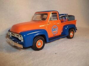 First Gear 19-1618 Gulfpride 1953 Ford F-100 Pickup Truck w/Barrels