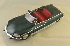 METAL18 18002A - CITROEN DS 21 CHAPRON PALM BEACH 1968 VERT FORET  1/18