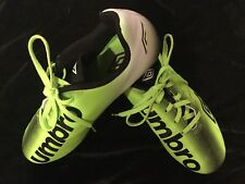Boys Umbro soccer shoes cleats - Size 5 - Green