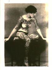 Cabinet de curiosité planche affiche A3 portrait vintage femme tatoué corps