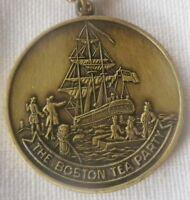pendentif collier bijou vintage couleur or patiné bateau cloche USA * 5218