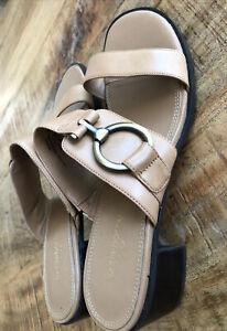 NEW Liz Claiborne Flex Tan Shoes 8.5M Block Heel Gold Buckle Accent Double Strap