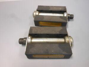 Vintage Bicycle Left Right Pedals w/ Reflectors Pair Set Schwinn BMX