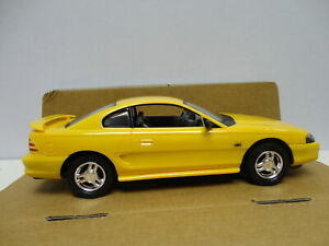 AMT ERTL 1994 FORD MUSTANG GT Canary Yellow '94