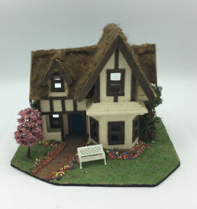 Dolls  House  Cottage (48th Scale)