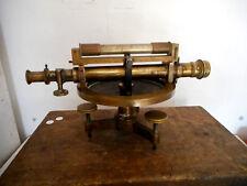 THEODOLITE ANCIEN.Niveau de géomètre en laiton.Signé Cravet a Paris.XIX°.