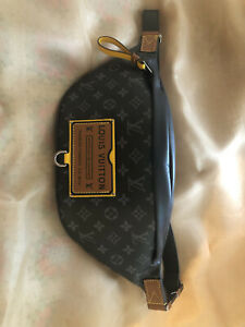 Louis Vuitton discovery bumbag m45220