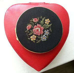 Alte Puderdose Messing, Gobelin Stickerei,  Blumenmotiv, mit Spiegel und Inhalt
