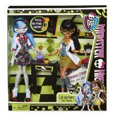 Monster High Lab Partners Cleo De Nile & Ghoulia Yelps  2-Pack Dolls Giftset NIB