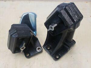 Engine Mounts 52121815AC, 2121814AE Set 2 pcs for Dodge RAM2500, RAM 3500 4WD