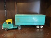 TERRIFIC 1960s STRUCTO Pressed Steel KROEHLER Semi Toy Transport Truck. 10349