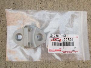 80 - 81 TOYOTA CORONA DLX LE FRONT LEFT SIDE DOOR LOCK STRIKER PLATE NEW