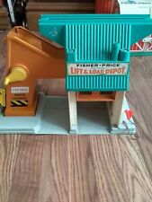 Vintage 1976 Fisher Price Little People Lift and Load Depot #942 EUC!!