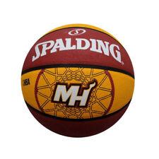 Équipements de basketball jaunes Spalding