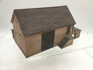 Bachmann 44-104 OO Gauge Red Brick Barn