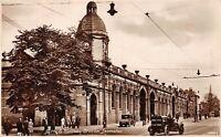 POSTCARD  LEICS -  LEICESTER - LM & S RAILWAY STATION - CARS - CIRCA 1935  - RP