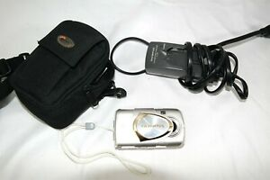 Olympus Stylus 410 Digital Compact Camera w Charger Case