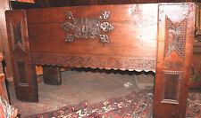Gotische-Stollentruhe mit Schmetterlingsschloß,16.Jahrh. Schloß Niederbarkhausen