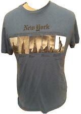 Iconic New York City skyline buildings - Medium T-shirt