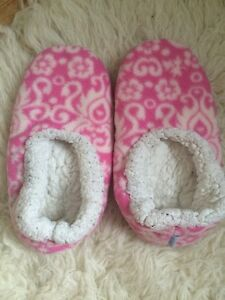 Snoozies Pink White Floral Flower Slippers