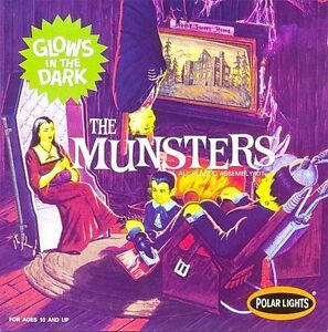1/16 2010 #835 POLAR LIGHTS Munsters Living Room new with glow sticker on box
