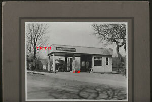 Antique Photo,Huck's Service Station, Visible Pump,Touring Car,Hood River,Oregon