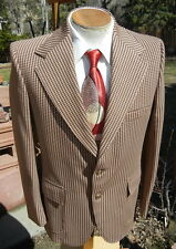 Fun Vintage 1970s Sport Coat Jacket 40R - Houndstooth Poly with Gold Buttons