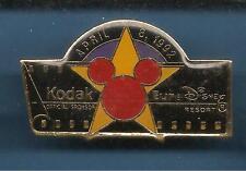 Pin's pin EURO DISNEY RARE LOGO MICKEY OUVERTURE 8 AVRIL KODAK  (ref 086)