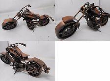 Modellino moto custom Harley realizzata a mano con pezzi di ricambio per auto