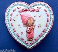 Hallmark PIN Valentines Vintage BETSEY CLARK Lacy HEART Banjo Holiday Brooch