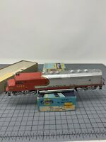ATHEARN HO SANTA FE 5944 FP-45 Dummy Non Powered DIESEL LOCOMOTIVE P4