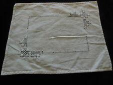 ancien napperon blanc broderie ajouré rectangulaire 23,5 sur 28,5 cm