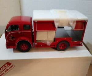 DANBURY MINT 1955 BUDWEISER DELIVERY TRUCK COMPLETE  W/TITLE & ACCESORIES