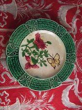 ancienne assiette barbotine XIXe fleur et papillon 21.5cm