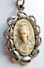 Ancien Collier superbe pendentif couleur argent camée unique bijou vintage 5198