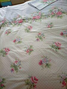 V & A Pretty Floral Print Duvet Set, King.
