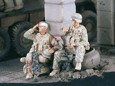 Verlinden 1/35 Wounded USMC Marines Resting in Iraq War (2 Figures) [Resin] 2342