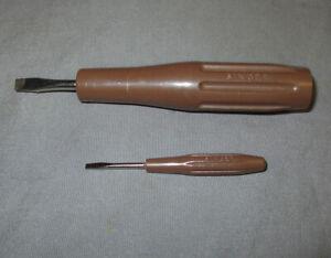 Pair Vintage Brown Singer Sewing Machine Plastic Screwdrivers 161294 161295