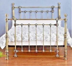 VICTORIA NEW BRASS FINISH SOLID METAL BED FRAME IN 4FT6 DOUBLE & 5FT KING SIZE