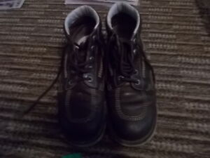 KICKERS BOOTS SIZE 10