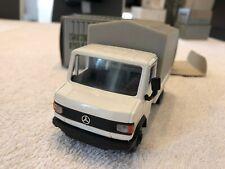 NZG 289  Mercedes Benz 507D - 811D  Pritsche / Plane Weiß - Grau 1:43 mit OVP