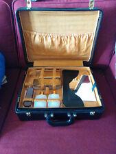 Vintage, valise+ necessaire de toilette, simili cuir noir, intérieur doublé.