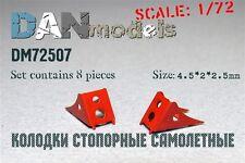 AIRCRAFT CHOCKS, SET #5 8 PCS. 4,5*2*2,5 MM 1/72 DAN MODELS 72507